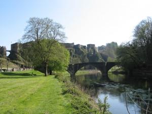 Photo depuis l'abbaye et montrant la vallée de la Semois et le château fort de Bouillon