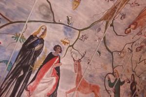 Intérieur église de Rochehaut avec ses peintures murales.
