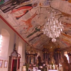 intérieur église de Rochehaut avec ses peintures murales